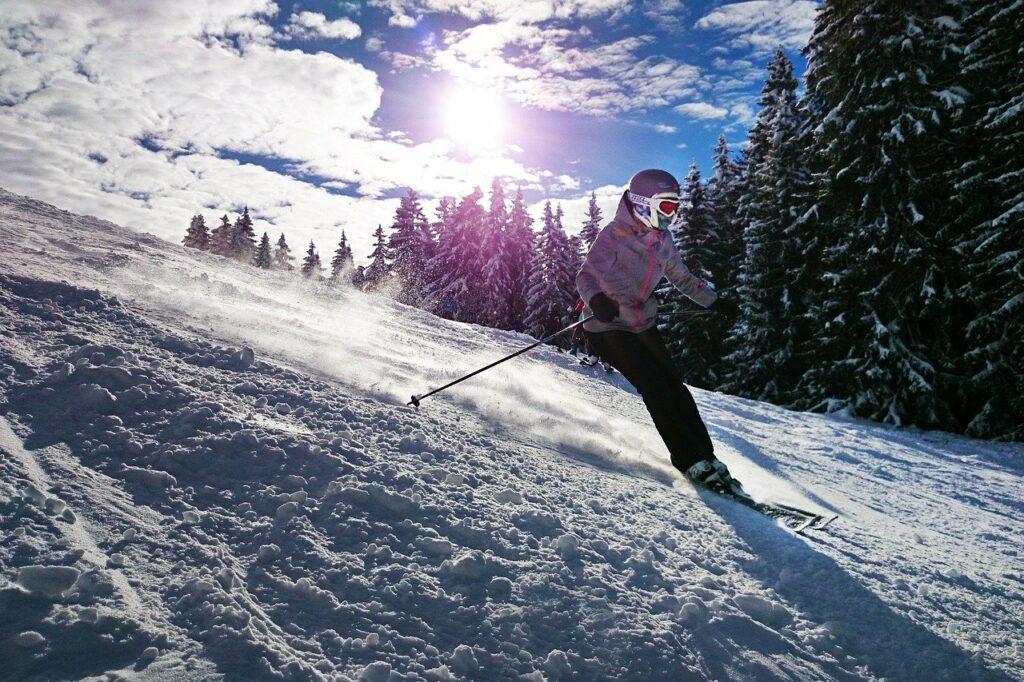 skiing-1723857_1280-1024x682