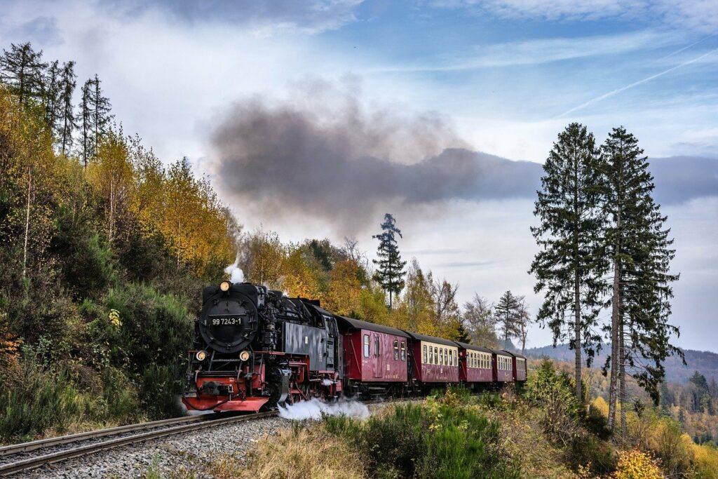 steam-locomotive-2926525_1280-2-1024x683